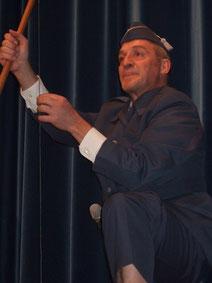 Sorgte für ein anhaltendes Stimmungshoch: Moderator Stefan Schärli.