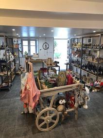La boutique Minéraux et fossiles à Saint Bertrand de Comminges ville haute, département de la Haute-Garonne, Pyrénées centrales