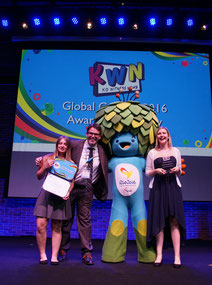 KWN Global Award 2016 Verein Politik zum Anfassen e.V. Sandra Liedtke Steffi Jellen Gregor Dehmel
