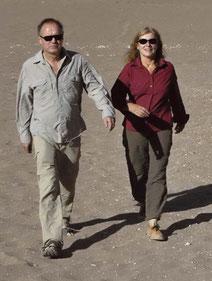 links, mit Florence Hervé