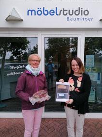 Glückliche Gewinnerin: Doris Laukötter lag mit einer Schätzung von 2950g nur 8g daneben (Foto: H. Fleiter)