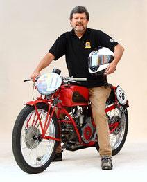 Hampi auf Moto Guzzi PES 250 Corsa