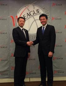 (左から)JX佐藤HC、デンソー小嶋HC