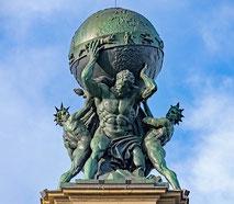 Atlaslogie Bütschli - Atlas trägt das Himmelsgewölbe auf seinen Schultern