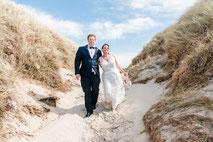 Brautpaar vor dem Schloss Glücksburg