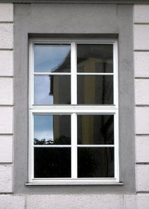 Isolierglasfenster, Einfachfenster, Holzfenster weiß lackiert, schmale Profile, Holz