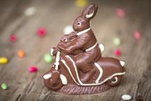 Hausgemachter Osterhase aus Schokolade