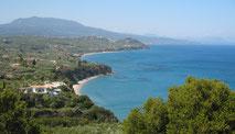 Blick auf die herzförmige Bucht Agia Triada. Begleiteter Spaziergang zur Kapelle Panajitsa