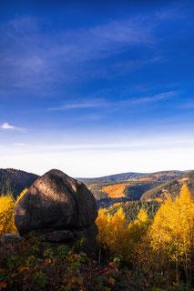 Okertal, Feigenbaumklippe-im-Herbst, Kaesteklippen, Fesklippen, Harz, Granitfelsen, Wollsackverwitterung, wandern-im-Harz, Highlight-im-Harz, Harzfoto, Harz-Natur, Canonfotografie, Canon, Canon-16-35mm, Harzlandschaft