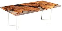 Exklusiver Designtisch aus Kauri Holz mit Glasfuessen, besonderer Epoxid Harz Holztisch und Esstisch, Unikat Designertisch