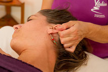 Massages pour tous: femmes enceintes, enfants, bébés, seniors, entreprises, EMS. Centre de Genève, 2 minutes Gare Cornavin, 24 Rue des Grottes