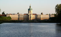 Schloss Charlottenburg, Blick vom Wasser des Schlossparks. Foto: Helga Karl