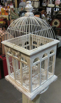 jaula madera blanca desgastada