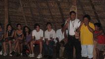 Dorfälteste erklären die Bribri-Kultur