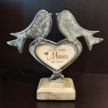 Vogelpaar auf Herz mit individueller Gravur.