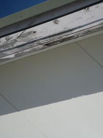 熊本市N様家。傷んだ幕板木部の状態。塗り替え前BEFORE