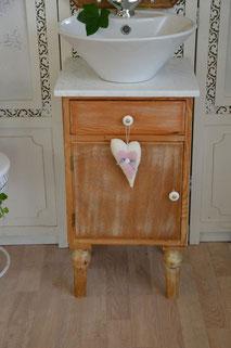 Schlichter Gästewaschtisch mit Marmorplatte