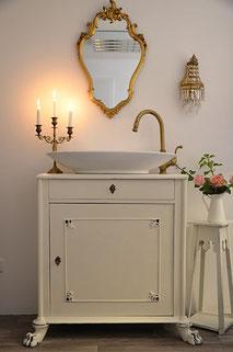 Waschtisch-Badmöbel in creme-weiß