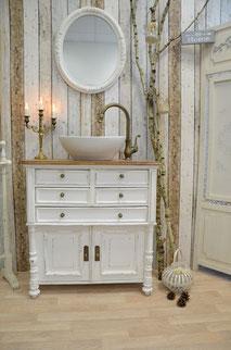 Waschtisch im Landhaus-Stil weiß