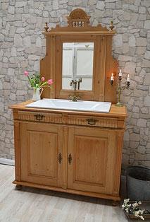 Spiegelkommode im Landhaus-Stil mit Einlassbecken