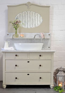 Biedermeier-Kommode als Waschtisch mit Marmor und Spiegel