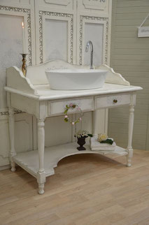 Romantischer Shabby-Waschtisch