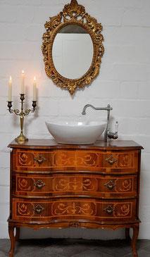 Antiker Waschtisch im Barock-Stil