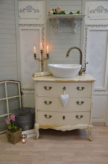 Barocker Waschtisch in Shabby-Chic Style