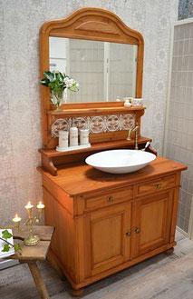 Spiegelkommode als Waschtisch im Landhaus-Stil