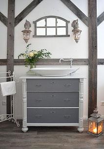 Moderner Waschtisch im Gründerzeit-Stil