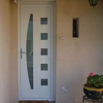 Porte d'entrée en PVC par la menuiserie Lethu 79 et 86