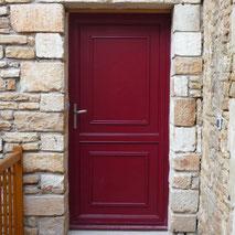 Porte d'entrée mixte en bois / aluminium par la menuiserie Lethu 79 et 86