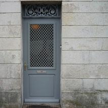 Porte d'entrée en bois fabriquée par la menuiserie Lethu 79 et 86