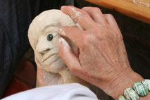Das Puppenschöpfen als wichtiger Akt in der Therapie.