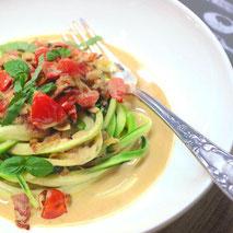 Kerstins Keto, Zucchini Nudeln mit Tomaten-Kreuzkümmelsauce