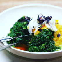 Kerstins Keto, Steckrüben-Parmesan Stampf mit Blattspinat und pochiertem Ei