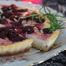 Kerstins Keto, Keto Backen, Brombeer-Ricotta-Käsekuchen mit frischem Rosmarin
