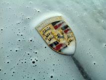 Wij wassen uw auto uitsluitend met de hand en met veilige producten