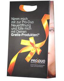 Papiertragetaschen mit Griffloch bedruckt im gewünschten Design