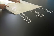 Beschriftung mit Folien auf Beschilderung