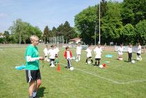 Sandra Minnert Fußballtag für Kinder mit Torwand für Firmen und in der Firma social Event Teamevent