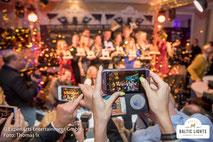 Gemeinsame Feier nach einem spannenden Renntag © ExperiArts Entertainment - Thomas Ix