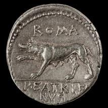 Riproduzione di monete e monili antichi