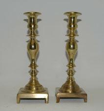 Ein Paar Messing Kerzenleuchter, gegossen und gedreht, um 1800, 24,5 cm, € 190,00