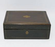 Biedermeier Näh Schatulle, Porzellan Flacons, Vergoldung, Ahle, Stopfnadel, usw., € 1050,00