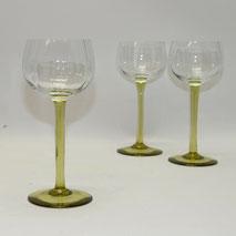 1. von 3. Jugendstil Weinglas, grüner Schaft, gerippte Kuppa, 17,0 cm, 160 ml, € 25,00
