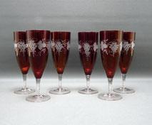 6 x Sektgläser, rubinfarbend lasiert, Böhmen, Trauben- und Blattschliff, 17,2 cm, € 95,00