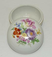 Meissen, Porzellan Deckeldose, Neuer Ausschnitt, Blumendekor, Goldrand,Ø 13,0 cm, € 259,00