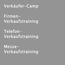 Verkaufstrainer Thomas Pelzl hält eine Menge Verkaufstrainings für seine Kunden bereit. Spezielle Verkäufertrainings für den Verkaufsinnendienst und den Verkaufsaußendienst. Telefontraining für den Verkauf und Messetraining sind Spezialisierungen.