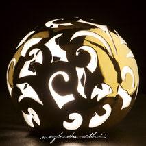 Lampada sfera da appoggio tagli BAROCCO Finitura metallo prezioso Oro 15% Margherita Vellini Ceramica Made in Italy Home Lighting Design